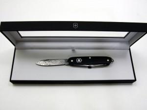 ビクトリノックス ダマスカスナイフ